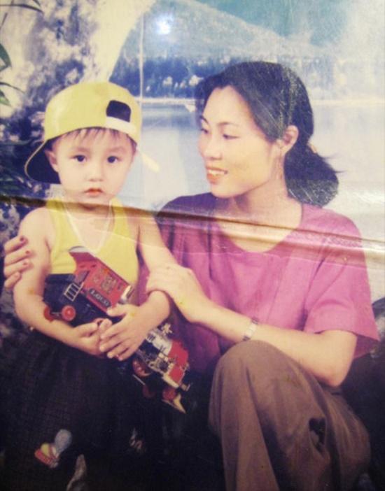 Hé lộ loạt ảnh thơ ấu cực đáng yêu của Sơn Tùng M-TP mà fan không thể bỏ lỡ - Ảnh 3