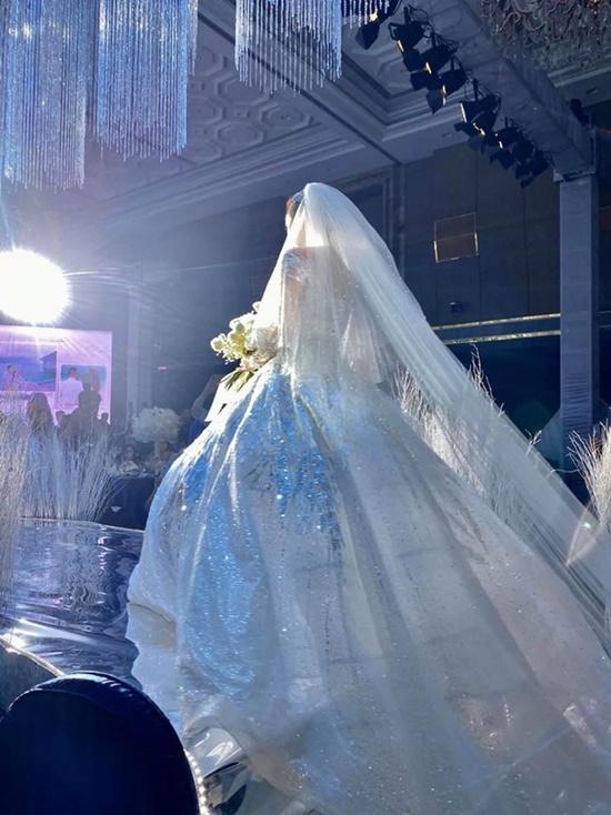 Những điểm đặc biệt bất ngờ của 3 chiếc váy Bảo Thy diện trong ngày cưới - Ảnh 2