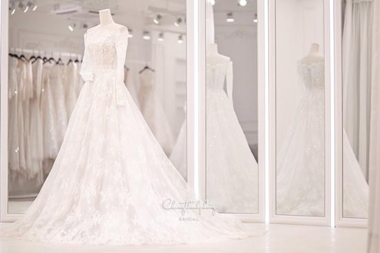 Những điểm đặc biệt bất ngờ của 3 chiếc váy Bảo Thy diện trong ngày cưới - Ảnh 7