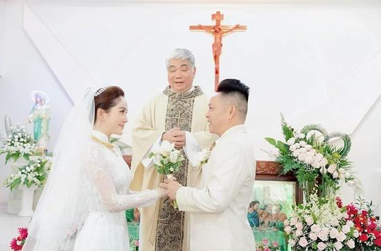Những điểm đặc biệt bất ngờ của 3 chiếc váy Bảo Thy diện trong ngày cưới - Ảnh 10
