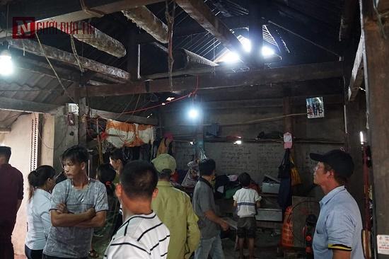 Vụ 3 cha con treo cổ tự tử ở Tuyên Quang: Người vợ bất ngờ trở về trong tình trạng sốc nặng - Ảnh 1