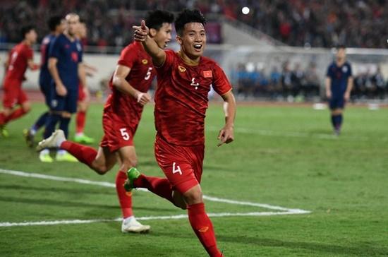 CĐV Thái Lan cảm ơn trọng tài vì giúp đội nhà thoát thua trước Việt Nam - Ảnh 1