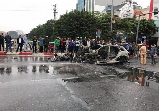 Vụ xe Mercedes gây tai nạn liên hoàn ở Hà Nội: Bất ngờ lời khai của nữ tài xế - Ảnh 1
