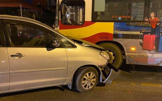 Tin tức tai nạn giao thông mới nhất hôm nay 27/11/2019: Ôtô đâm dải tôn bên đường, tài xế thoát nạn - Ảnh 3