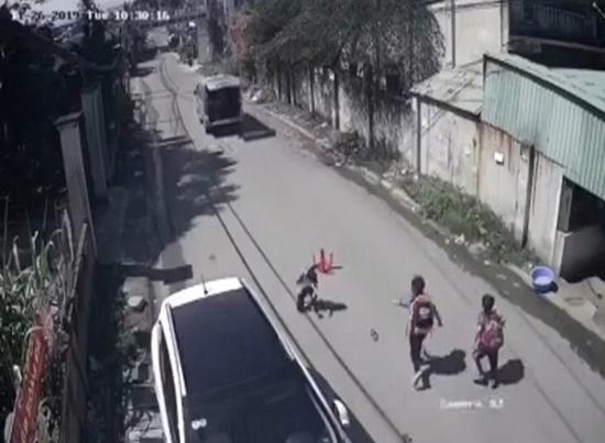 Vụ 3 học sinh bị văng khỏi xe đưa đón: Sở GD&ĐT nói gì? - Ảnh 1