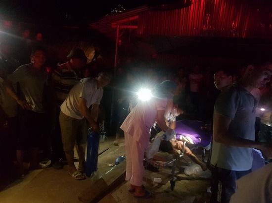 Quảng Ninh: Xe tải chở đất đè sập nhà dân, hai mẹ con tử vong thương tâm - Ảnh 1
