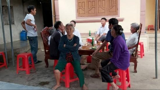 Vụ nữ sinh lớp 6 tử vong ở Nghệ An: Người cha suy sụp, thẫn thờ trước trước di ảnh con gái - Ảnh 1