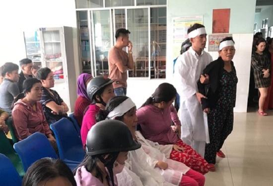 Nam thanh niên đột tử khi truyền nước, người thân kéo đến trung tâm y tế - Ảnh 1