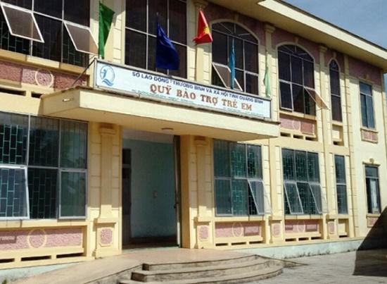Khởi tố nguyên giám đốc quỹ bảo trợ trẻ em tại Quảng Bình - Ảnh 2