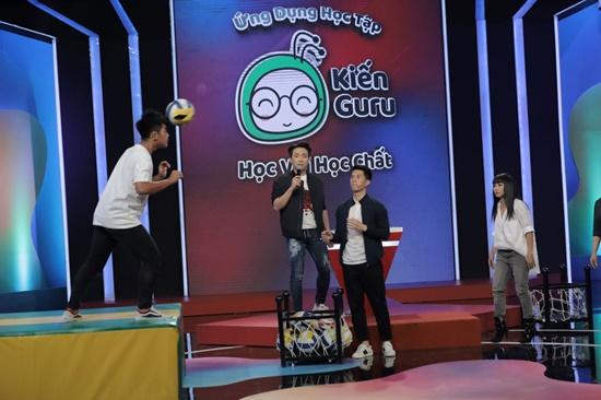 Trung vệ Đình Trọng lên đồ bảnh bao, bất ngờ tham gia chương trình truyền hình - Ảnh 2