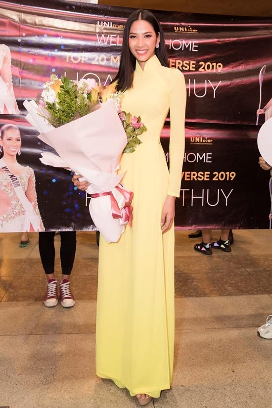 Á hậu Hoàng Thùy đẹp dịu dàng trong tà áo dài, trở về sau 10 ngày thi Miss Universe 2019 - Ảnh 1