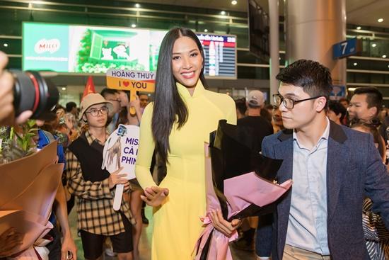 Á hậu Hoàng Thùy đẹp dịu dàng trong tà áo dài, trở về sau 10 ngày thi Miss Universe 2019 - Ảnh 2