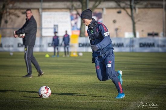 Công Phượng hăng say tập luyện cùng đồng đội ở CLB Sint-Truidense - Ảnh 1