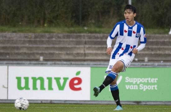 Văn Hậu không được ra sân trận SC Heerenveen gặp Willem II, có mặt trong danh sách dự bị - Ảnh 1