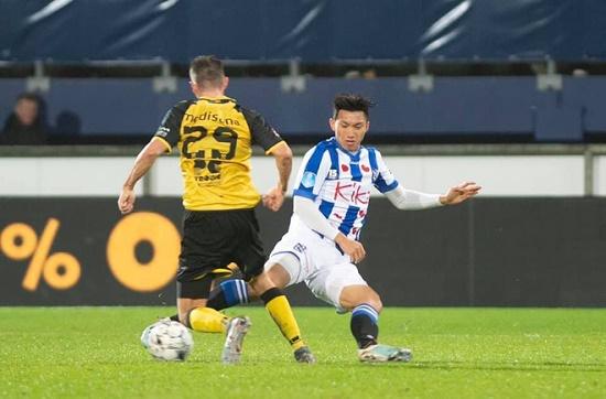 Báo Hà Lan nghi ngờ việc Văn Hậu được HLV Heerenveen cho ra sân là do chỉ đạo - Ảnh 1
