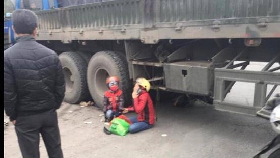 Tin tai nạn giao thông mới nhất ngày 22/12/2019: Xót xa bé 5 tuổi tử vong trên đường đi tham dự Noel với mẹ   - Ảnh 1