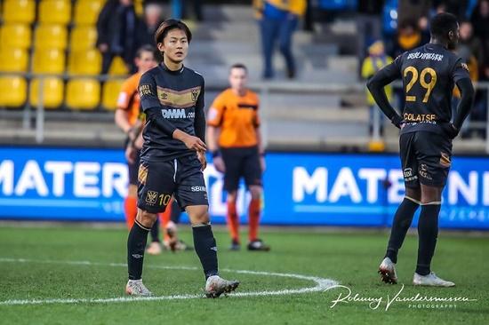 """Sau 4 tháng gia nhập, """"Messi Hàn Quốc"""" được ra sân tại Bỉ - Ảnh 1"""