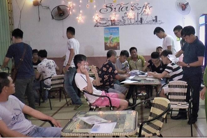 Đà Nẵng: Bắt giữ nhóm đối tượng tổ chức cá độ bóng đá trong quán cà phê - Ảnh 2