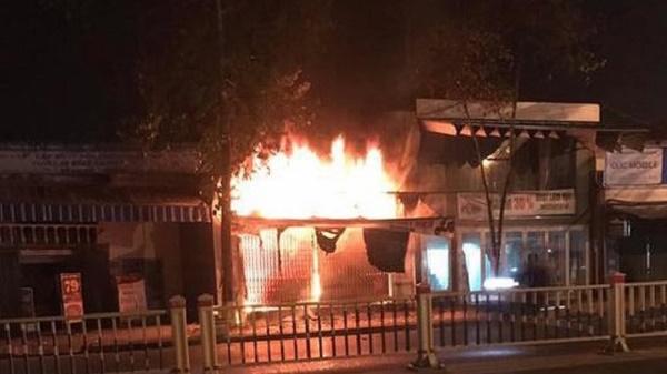 Hiện trường ngổn ngang vụ cháy cửa hàng xe điện ở Huế khiến 3 người tử vong - Ảnh 1