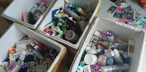 Bắt giữ cơ sở sản xuất mỹ phẩm giả với gần 10.000 lọ mỹ phẩm nhái ở Nghệ An - Ảnh 2