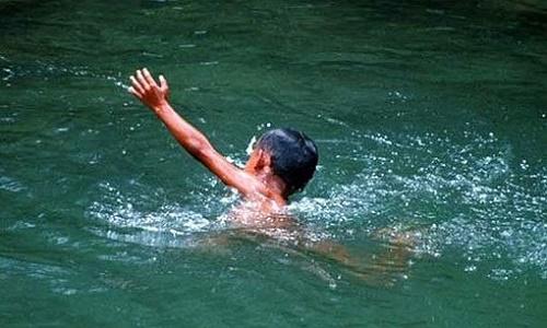 Xót xa phát hiện bé trai 6 tuổi chết đuối khi ở nhà một mình - Ảnh 1