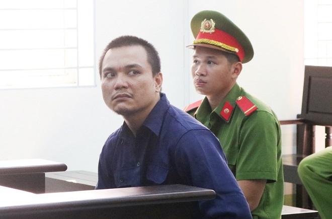 Gia đình bị hại bức xúc khi kẻ đánh chết bé gái 4 tuổi bị phạt 10 năm tù - Ảnh 1