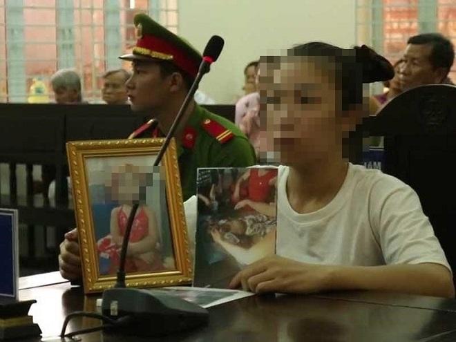 Gia đình bị hại bức xúc khi kẻ đánh chết bé gái 4 tuổi bị phạt 10 năm tù - Ảnh 2