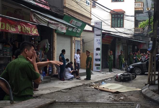Hiện trường vụ nữ tài xế xe Camry lùi xe cán chết người trên phố Hà Nội - Ảnh 5