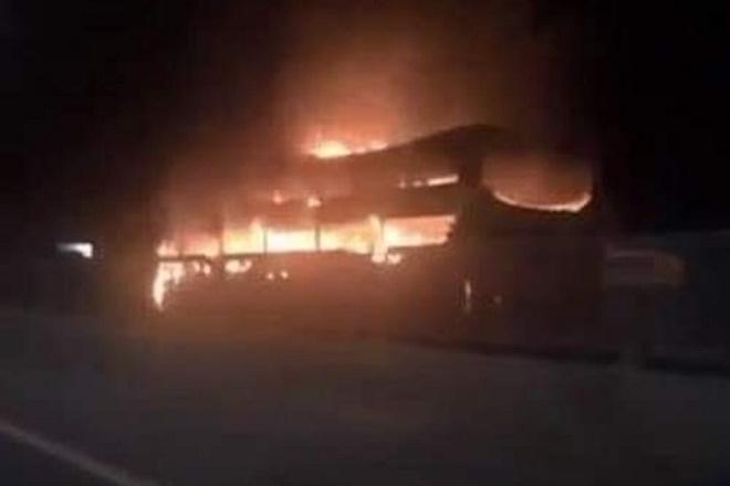 Đồng Nai: Cháy xe khách giường nằm, 45 hành khách hoảng loạn tháo chạy - Ảnh 1