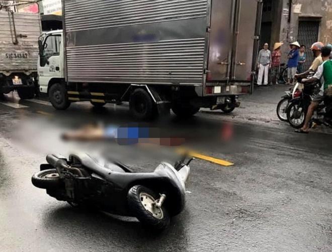 Cô gái trẻ chết thảm dưới gầm xe tải khi đi báo tin người thân mất - Ảnh 1