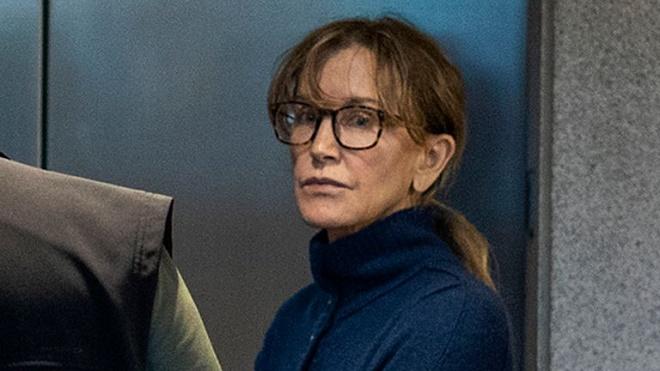 """""""Chạy"""" trường cho con, diễn viên """"Những bà nội trợ kiểu Mỹ"""" có thể đối diện với mức án 20 năm tù - Ảnh 1"""