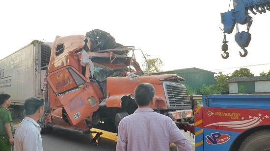 Xe container mất lái tông sập 4 nhà dân tại Nam Định - Ảnh 1