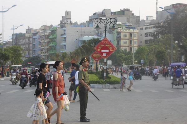 Sầm Sơn đón hơn 70 vạn lượt khách, thu hơn 800 tỷ đồng dịp nghỉ lễ 30/4-1/5 - Ảnh 4