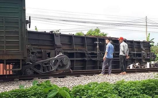 Nguyên nhân tàu hỏa trật bánh tại Nam Định khiến đường sắt Bắc-Nam tê liệt - Ảnh 1