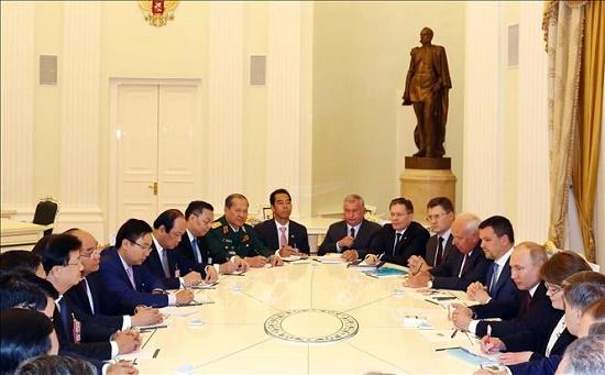 Thủ tướng Nguyễn Xuân Phúc hội kiến Tổng thống Nga Vladimir Putin - Ảnh 3