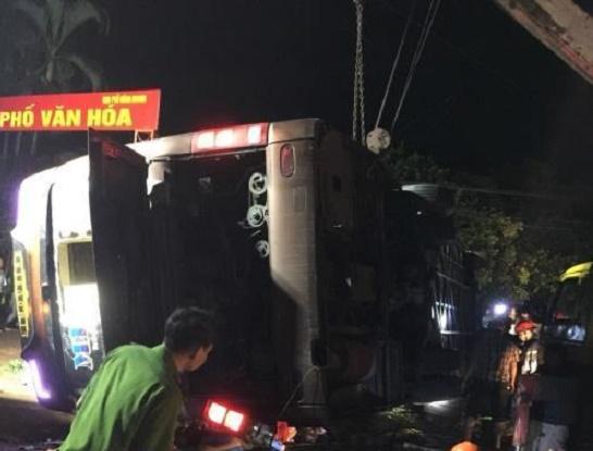 Hiện trường kinh hoàng vụ lật xe khách trong đêm khiến 19 người thương vong tại Đồng Nai - Ảnh 5