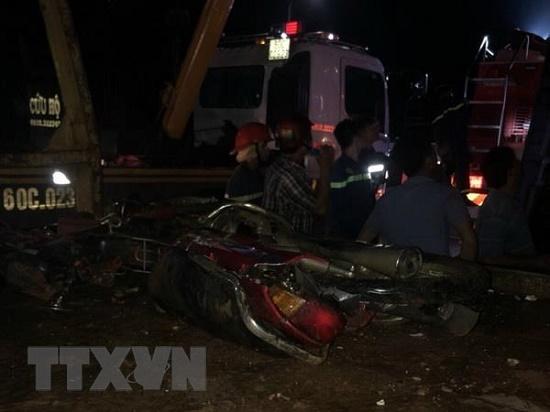 Hiện trường kinh hoàng vụ lật xe khách trong đêm khiến 19 người thương vong tại Đồng Nai - Ảnh 1