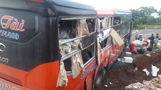 Hai xe khách giường nằm tông nhau tại Gia Lai khiến 33 hành khách hoảng loạn - Ảnh 1