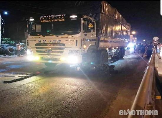 Va chạm kinh hoàng với xe tải trong đêm, hai vợ chồng tử vong thương tâm - Ảnh 1