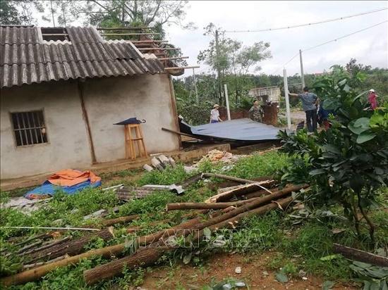 Mưa, lốc xoáy tại Yên Bái khiến 1 người chết, gần 50 ngôi nhà bị tốc mái - Ảnh 2