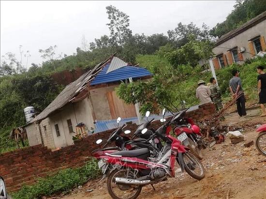 Mưa, lốc xoáy tại Yên Bái khiến 1 người chết, gần 50 ngôi nhà bị tốc mái - Ảnh 3