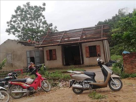 Mưa, lốc xoáy tại Yên Bái khiến 1 người chết, gần 50 ngôi nhà bị tốc mái - Ảnh 5