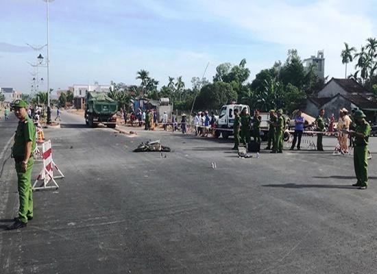 Nữ sinh lớp 12 bị xe tải cán tử vong trên đường đi ôn thi tại Quảng Ngãi - Ảnh 1