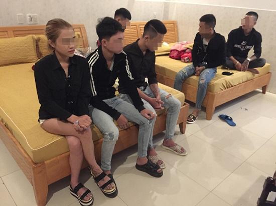 Phát hiện 16 thanh niên nam nữ đang sử dụng ma túy trong nhà nghỉ - Ảnh 1