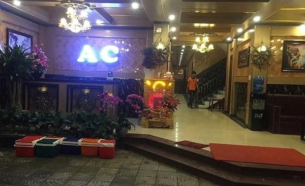 Quảng Nam: Nổ súng tại quán karaoke, 2 nhân viên bị bắn trọng thương - Ảnh 1