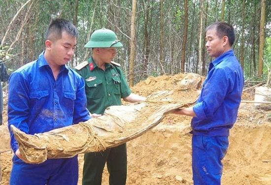 Đào đất làm vườn, phát hiện 2 bộ hài cốt còn nguyên vẹn tại Thừa Thiên-Huế - Ảnh 1
