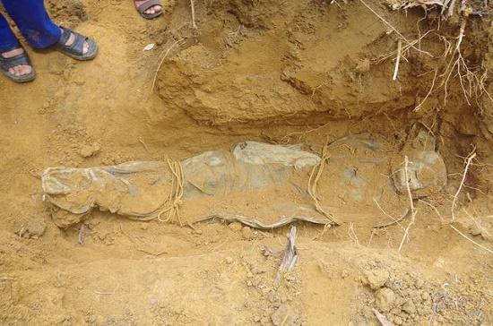 Đào đất làm vườn, phát hiện 2 bộ hài cốt còn nguyên vẹn tại Thừa Thiên-Huế - Ảnh 2