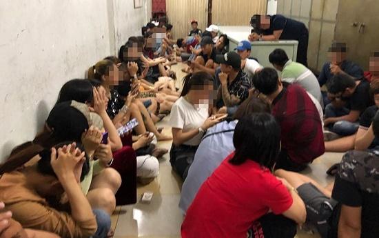 Phát hiện hàng chục thanh niên phê ma túy tại vũ trường Đông Kinh - Ảnh 1