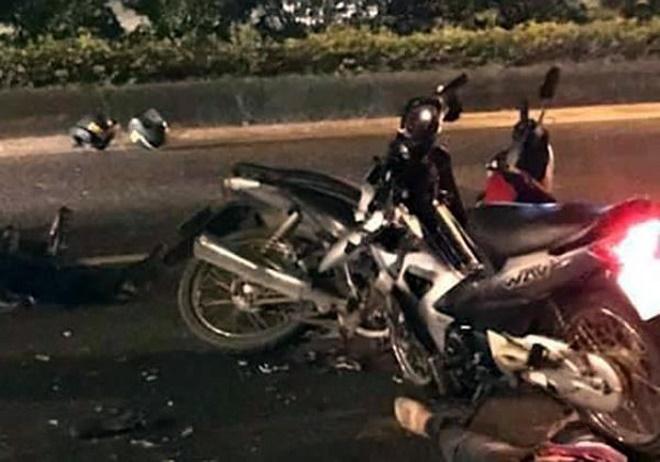 Hai cảnh sát cơ động nhập viện cấp cứu khi đuổi bắt xe máy kẹp 3 người - Ảnh 1