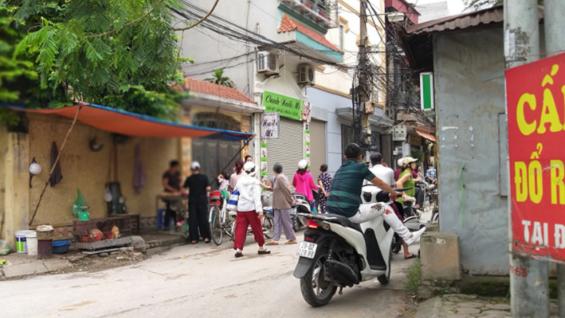 Án mạng lúc 4h sáng ở Hà Nội: Cha tử vong bên vũng máu nghi do con trai sát hại - Ảnh 1